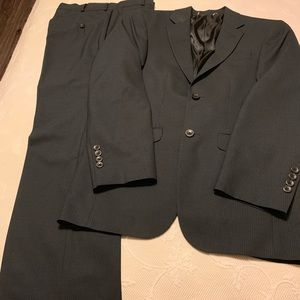 Men's/teens pinstriped suit in excellent condition